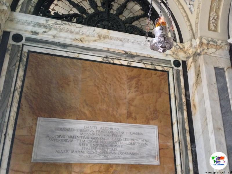 Tomba di Dante Alighieri interno