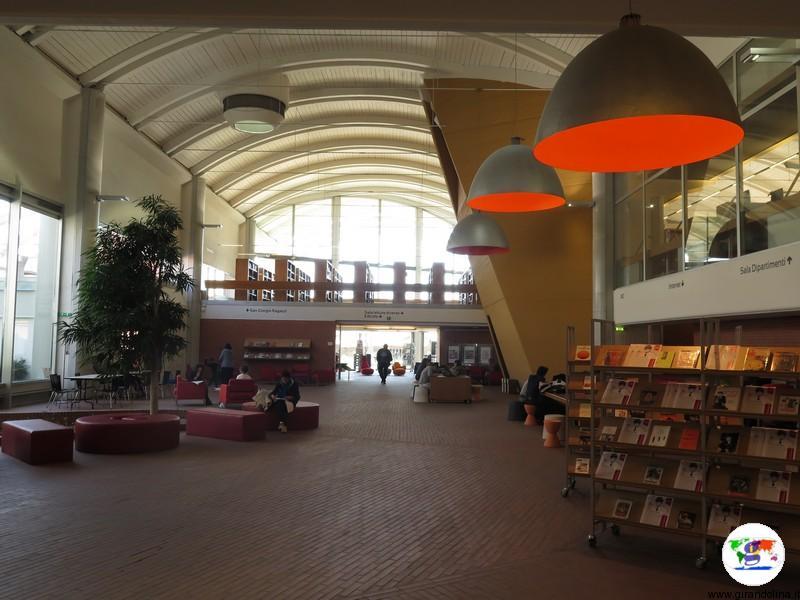 Biblioteca San Giorgio Pistoia, salone di accesso