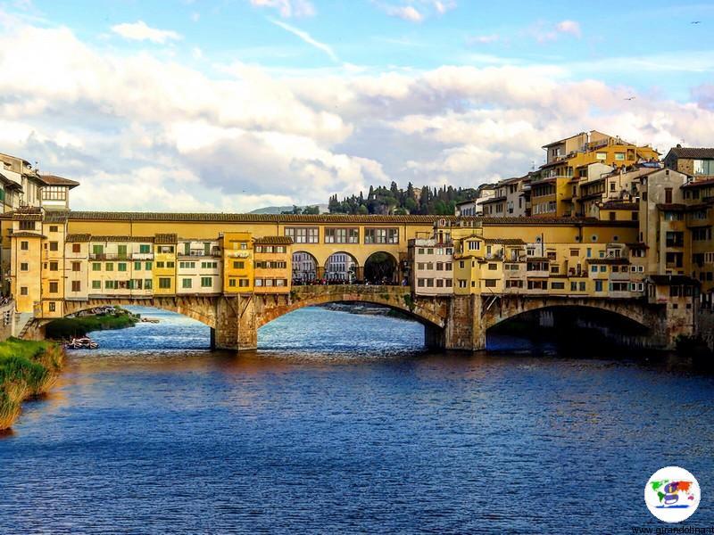 Il Ponte Vecchio nella luce favolosa del tramonto fiorentino