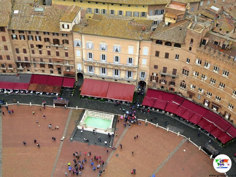 Siena, la Fonte Gaia, vista dalla sommità della Torre del Mangia