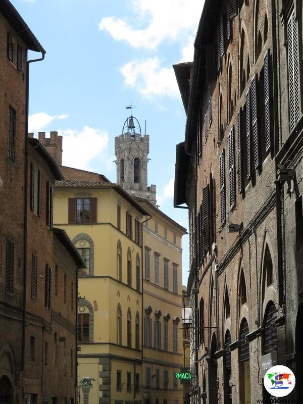 Le stradine di Siena durante il trekking urbano Siena Francigena
