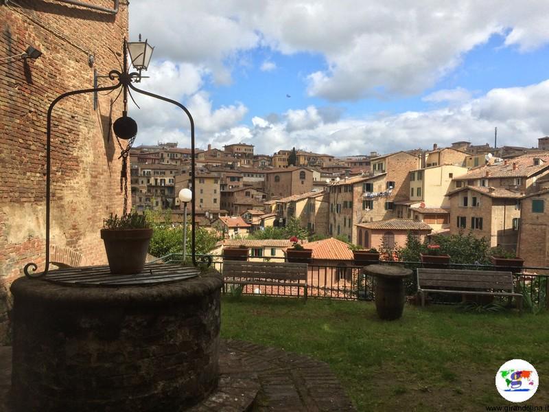 Il Vicolo delle Carrozze durante il trekking urbano Siena Francigena