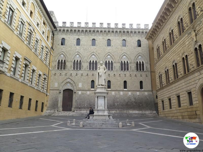 Siena, Piazza dei Salimbeni
