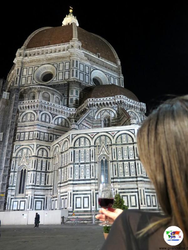 Un calice di Vino in Piazza Duomo a Firenze