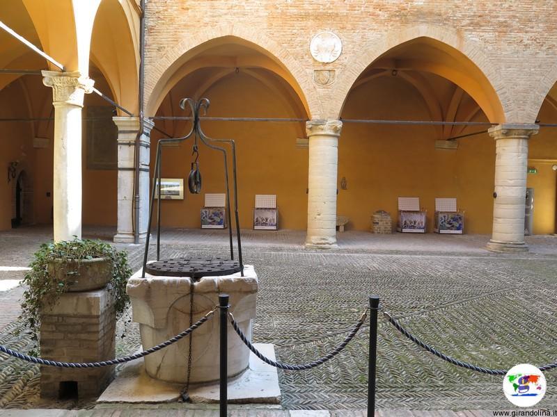 Il Castello di Gradara, il Cortile interno