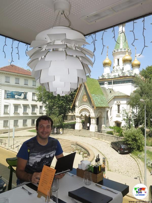 Ristorante Corso con sullo sfondo la Chiesa Russa di San Nicola