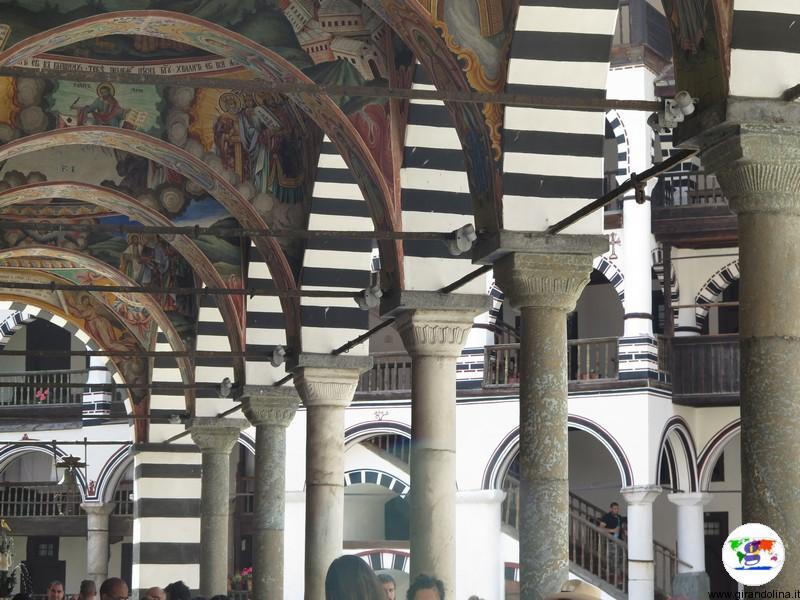 Monastero di Rila e le arcate della chiesa