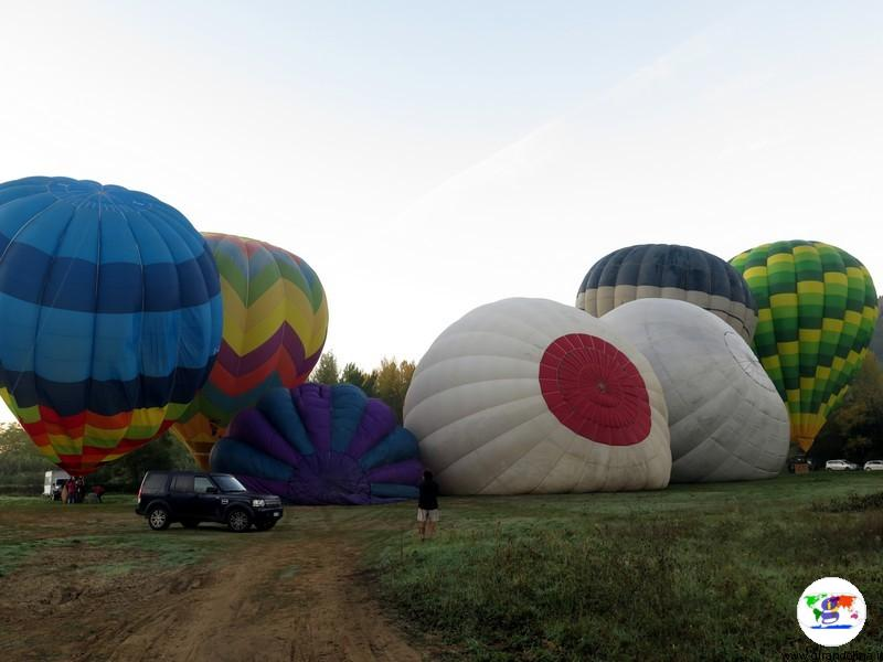 Volare in Mongolfiera in Toscana, il gonfiaggio dei palloni