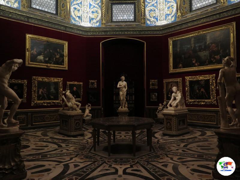 La Tribuna all'interno della Galleria degli Uffizi
