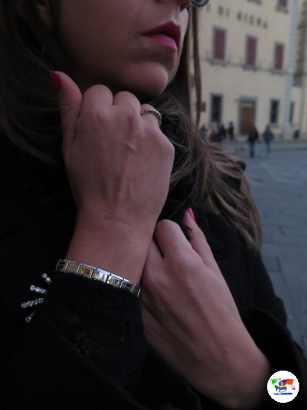 A spasso per Pistoia con il bracciale nomination dedicato a Pistoia Capitale della Cultura italiana 2017