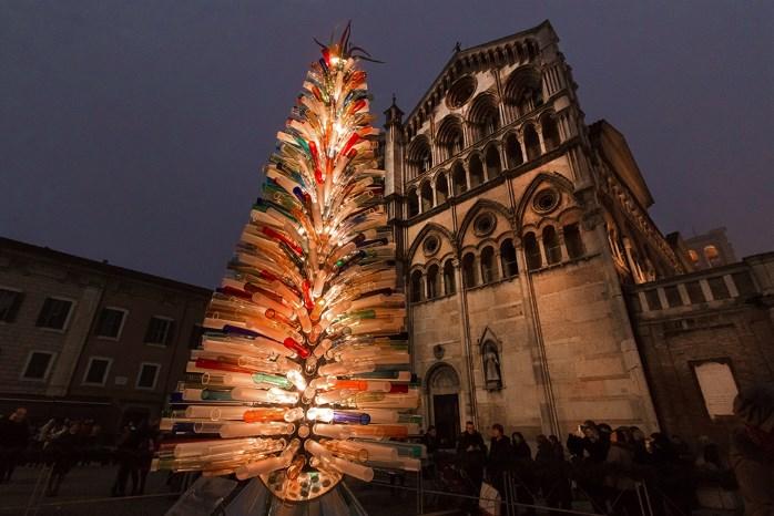 beriAlberi di natale italiani :L'albero di vetro di Ferrara © Mirko Ghirelli (Delphi International Srl)