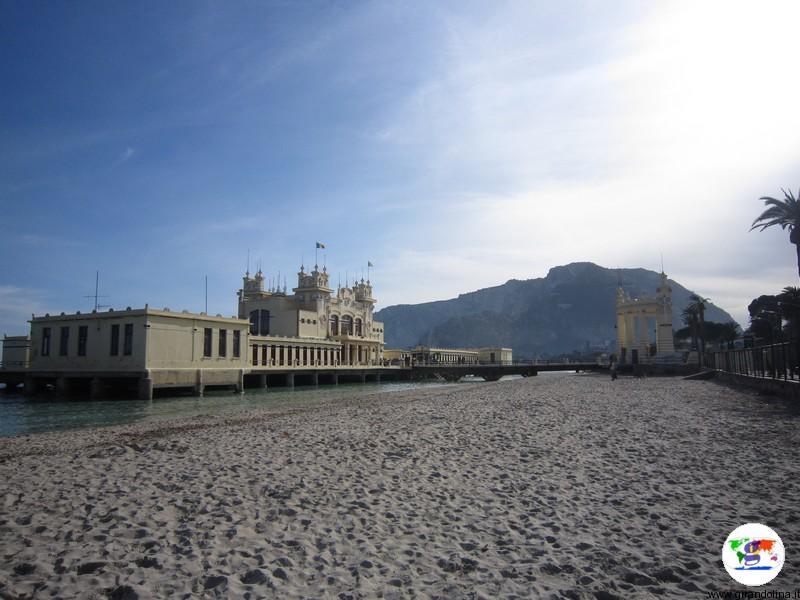 Palermo. la Spiaggia di Mondello