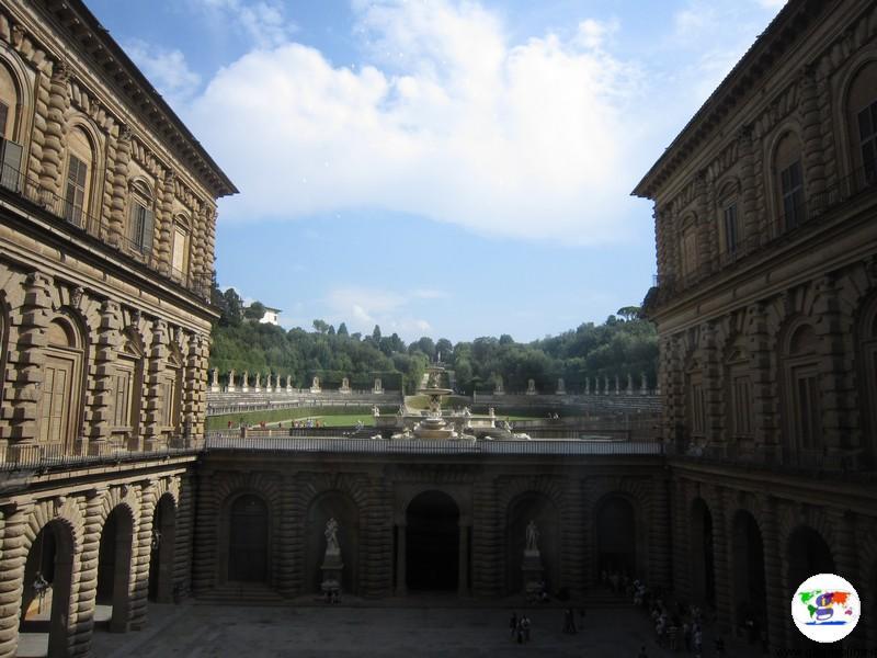 I Musei di Firenze - atrio Palazzo Pitti