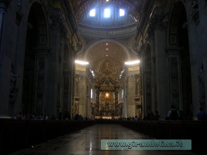 La navata, della Basilica di San Pietro