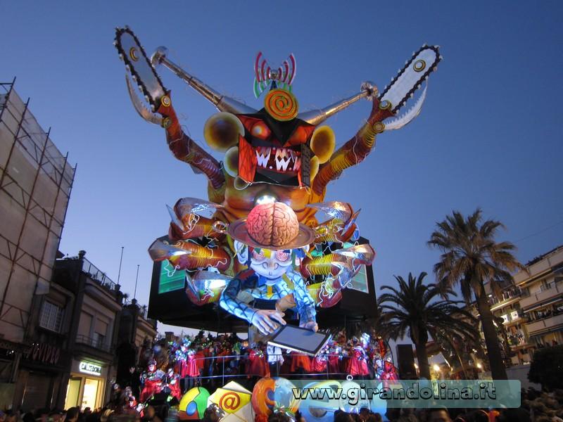 I carri del Carnevale di Viareggio by night