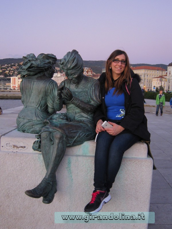 Girandolina e la statua delle Mule triestine
