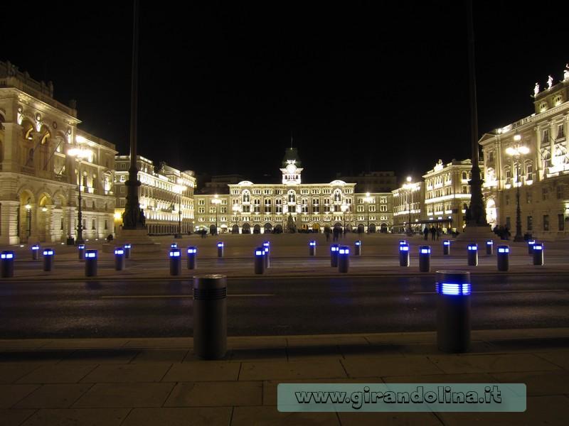 Piazza dell 'Unità d' Italia by night