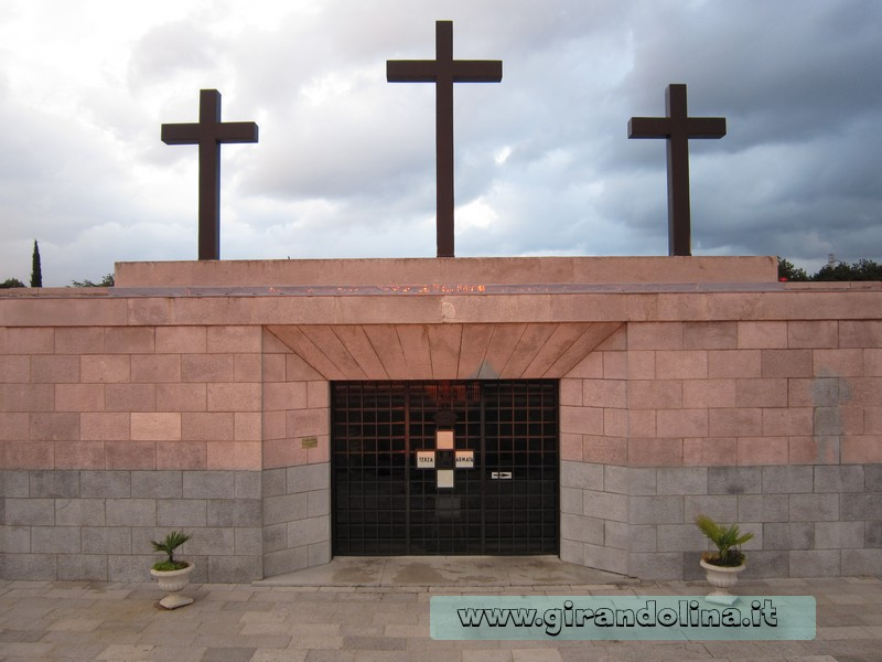 La Croce in cima al Sacrario