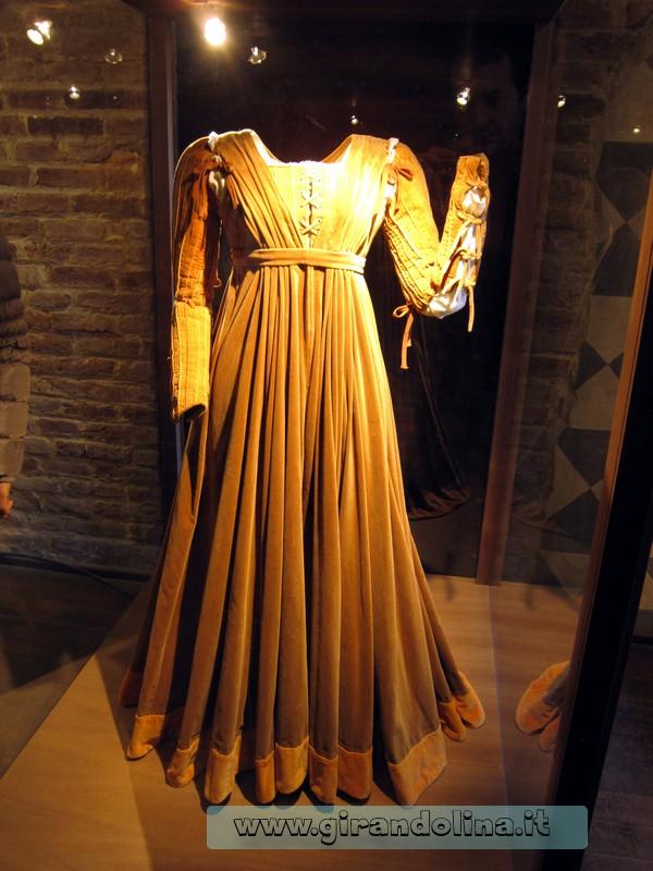 Il vestito originale di Giulietta, per il film omonimo di Zeffirelli, interno casa di Giulietta