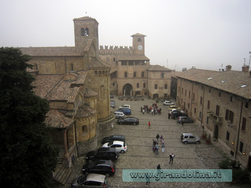 La Piazza Monumentale di Castell'Arquato, vista dalla Rocca Viscontea