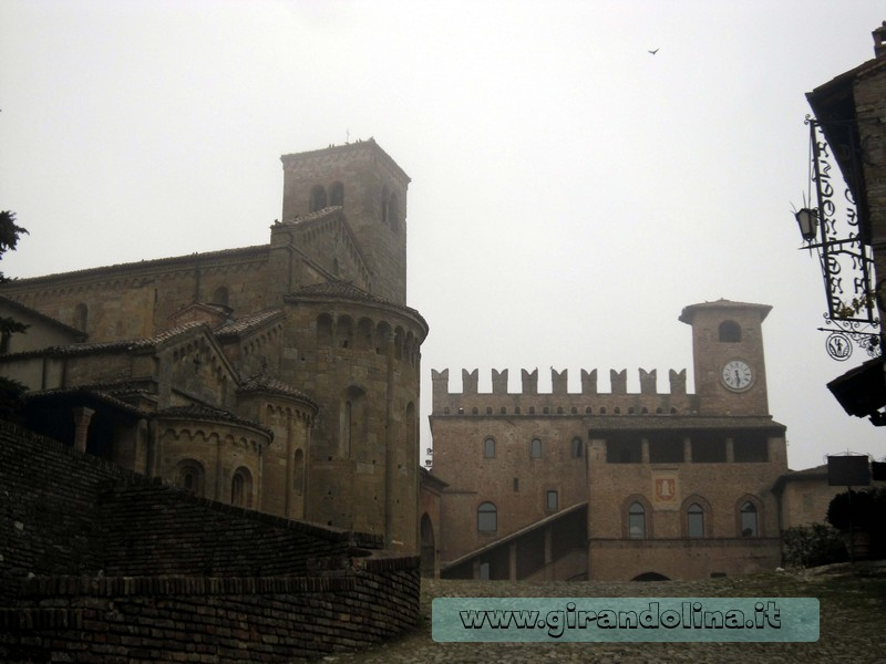 La Piazza Monumentale del Borgo di Castell'Arquato