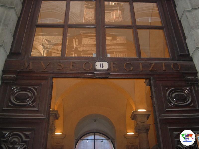 Il Museo Egizio di Torino, il portone d'entrata