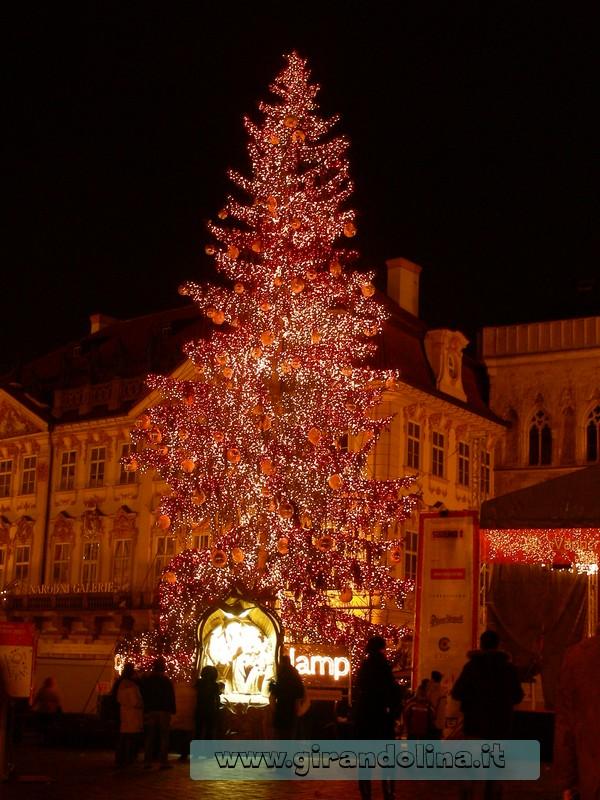L' Albero di natale in Piazza Vecchia di Praga