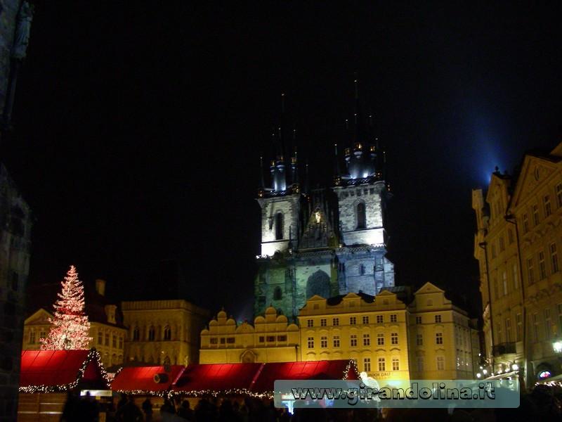 Piazza Vecchia by night, con il mercatino di Natale