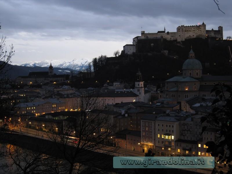 Salisburgo al crepuscolo dalla Kapuzinerberg