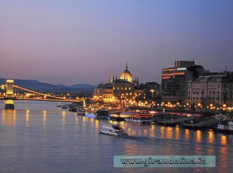 Panorama del Danubio al crepuscolo