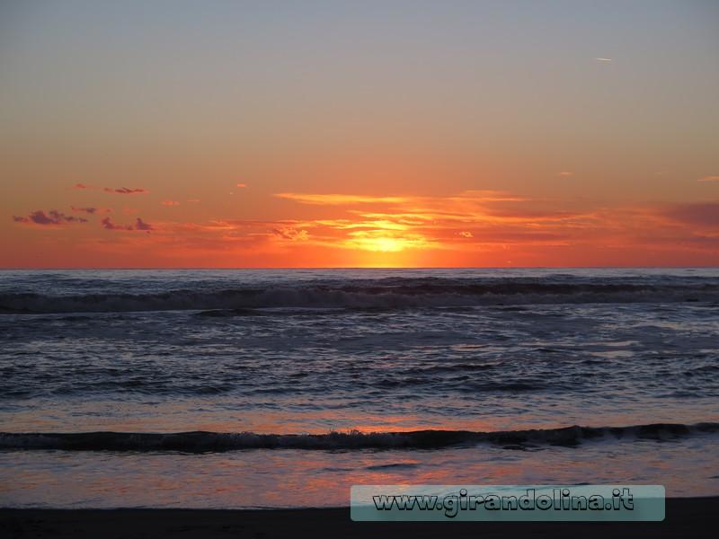 Il tramonto del mare in Versilia