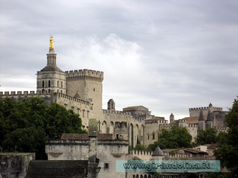 La città di Avignone vista dal Ponte di St Benezet