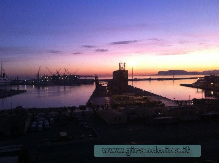 L' alba sul Porto di Palermo, visto dalla finestra della nostra camera