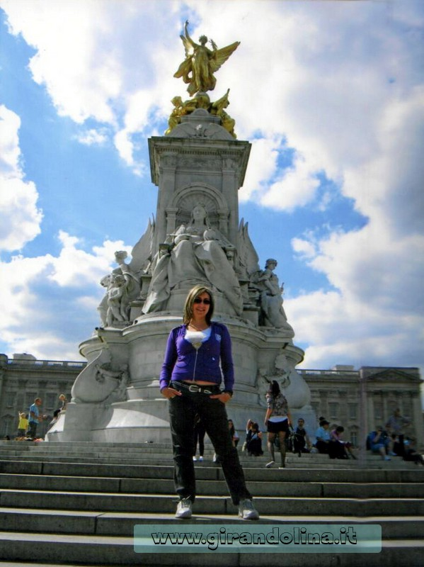 La Fontana della Regina Vittoria, davanti Buckingam Palace