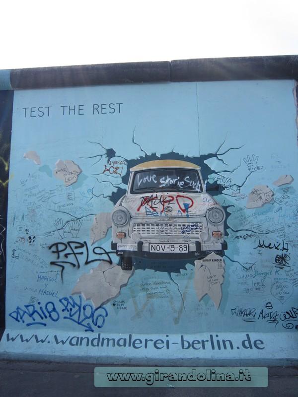 Berliner-Mauer-Trabant