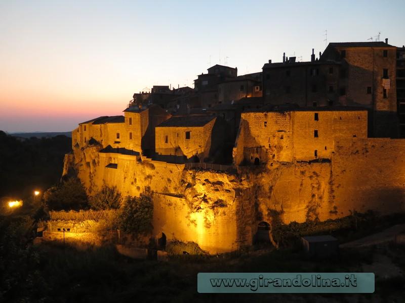 la Rocca Farnese al tramonto
