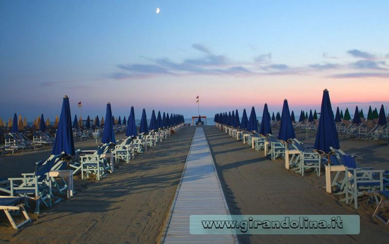 spiaggia-tramonto-viareggio