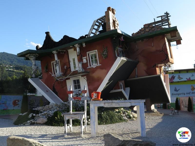 Sud Tirolo cosa vedere - La Casa a Testa in Giù Innsbruck