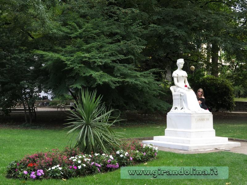 La statua di Sissi a Merano