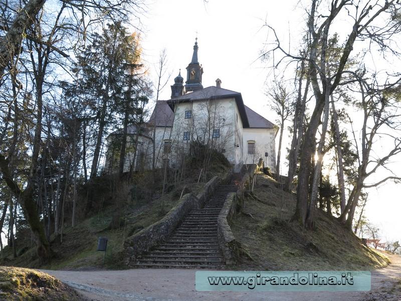 La scalinata della Chiesa di S. Maria Assunta