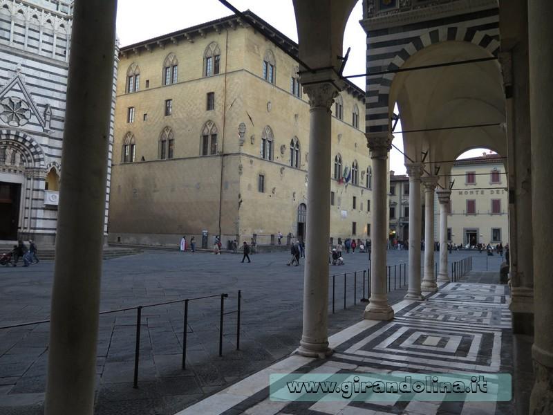 Particolare del porticato della Cattedrale di San Zeno