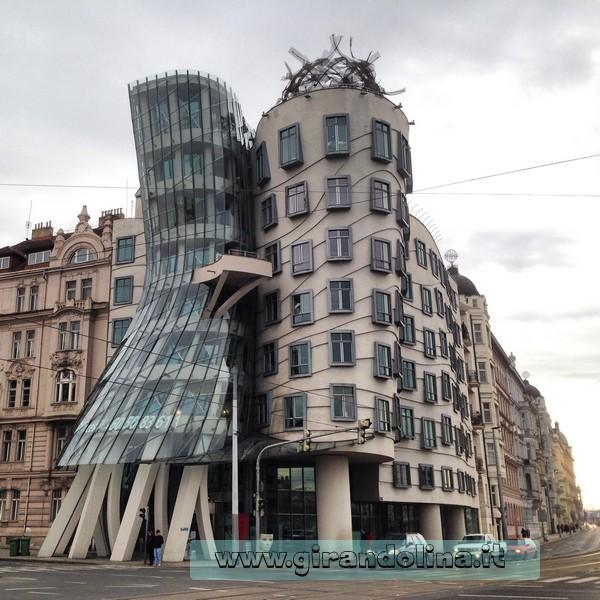 La Casa Danzante - edifici strani e curiosi d'Europa