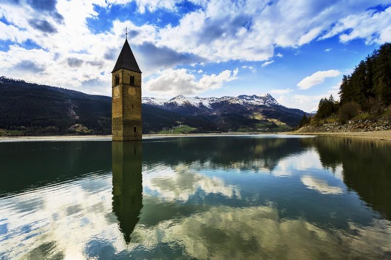 I laghi italiani più belli - Lago di Resia ( ph Shutterstock)