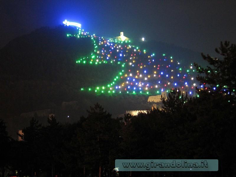 Natale 2020 Covid - l'Albero di Natale di Gubbio