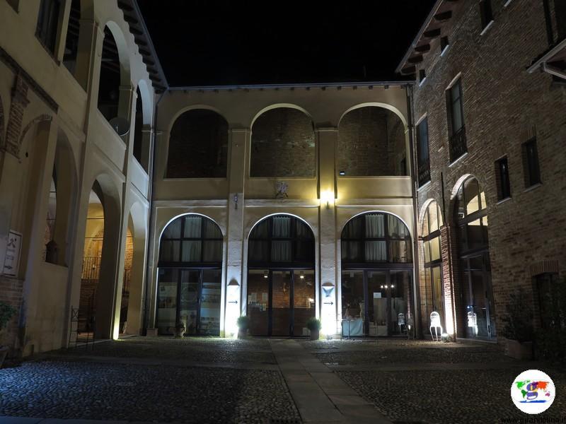 Monferrato dove dormire- il cortile interno del Palazzo Paleologi
