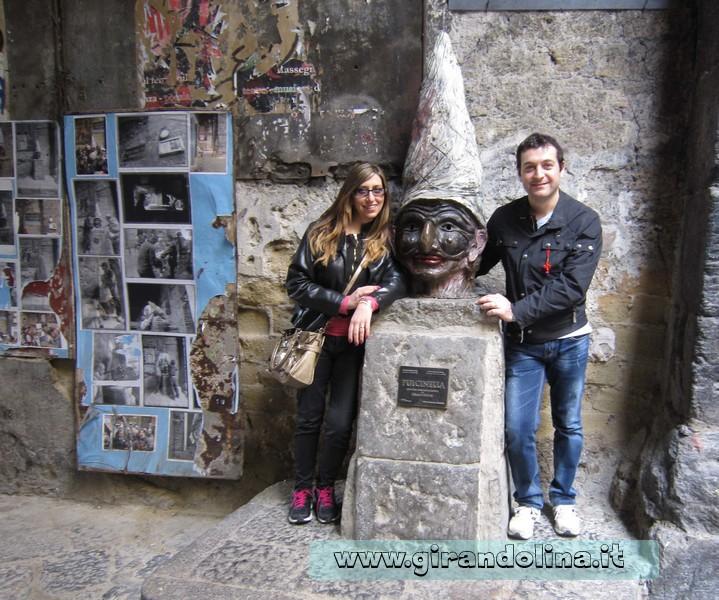 Napoli e la maschera di Pulcinella nel centro storico