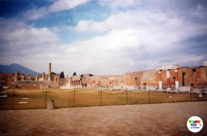 Pompei , foto di 20 anni fa, durante la gita scolastica
