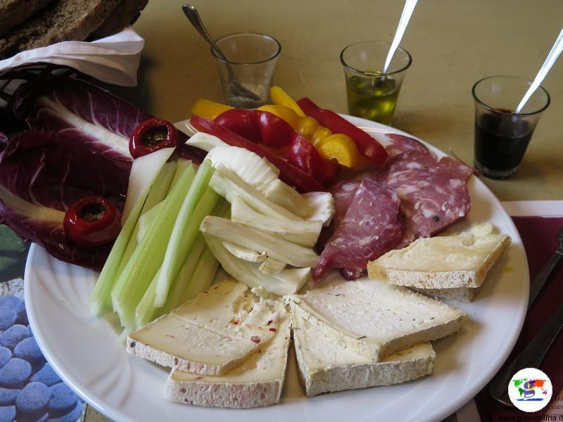 Monferrato dove mangiare , l'Enoteca Regionale del Monferrato e la sua degustazione con piatto di prodotti locali