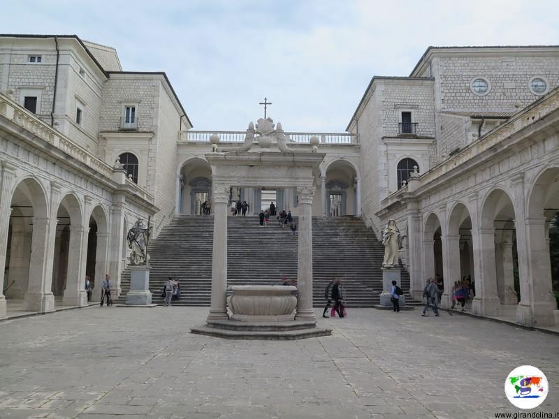 L' Abbazia di Montecassino la scalinata