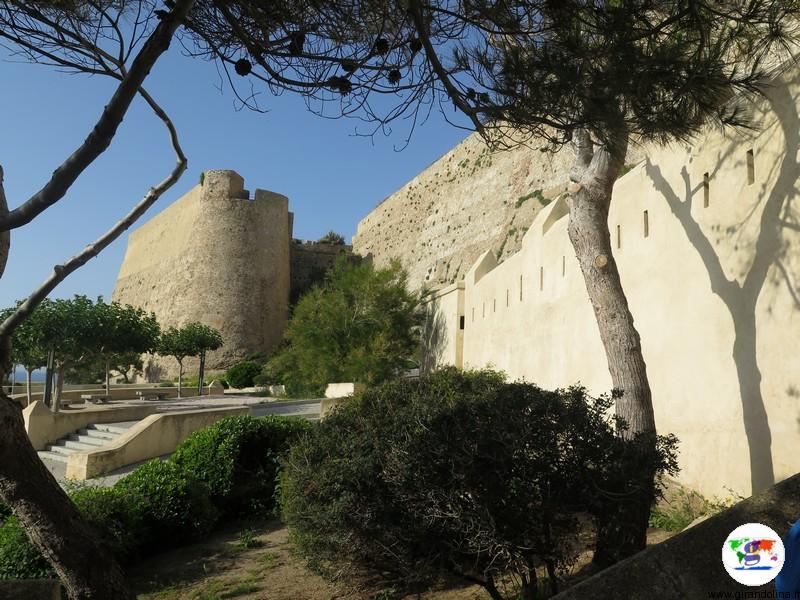 Calvi e la Cittadella con i suoi bastioni